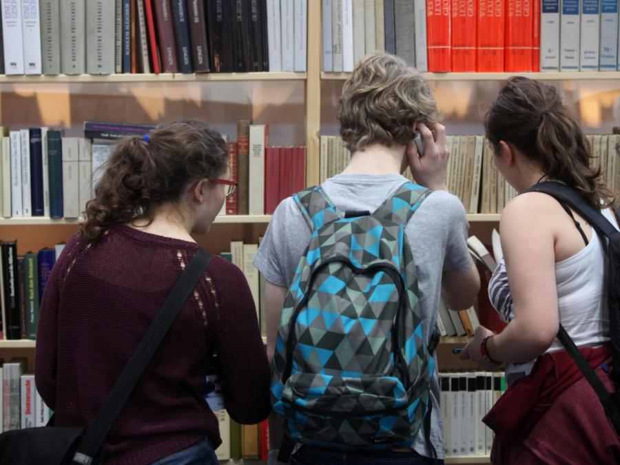 Sozialwissenschaftlerin: Bücher verlieren stark an Bedeutung