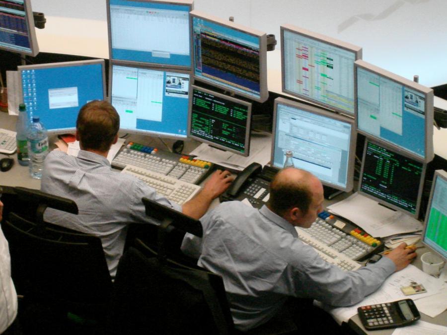 DAX am Mittag im Plus - Anleger warten auf US-Berichtssaison