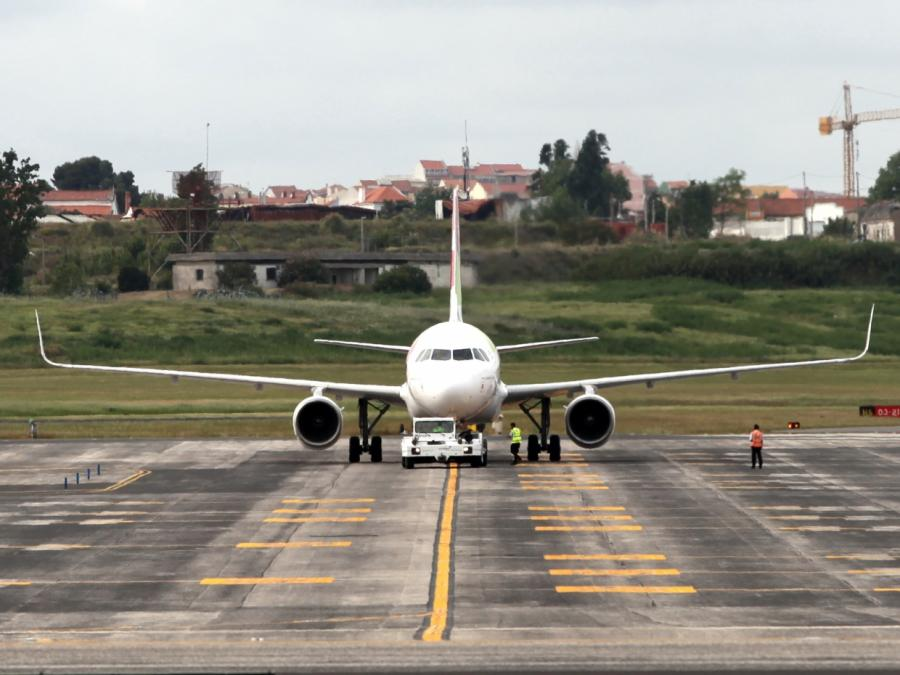 Scholz: Subvention auf Flugbenzin bleibt