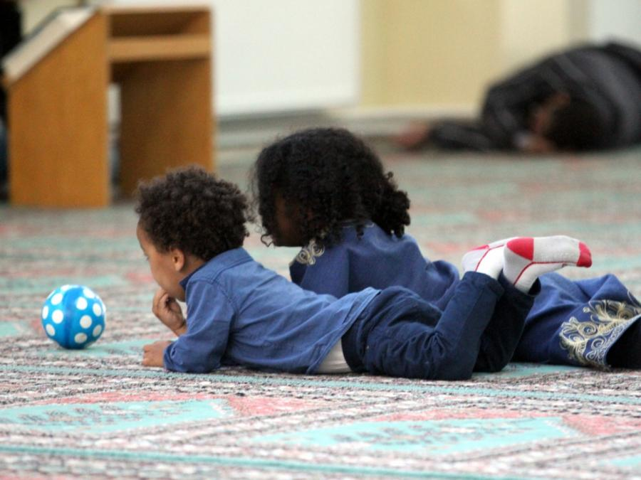 Innenstaatssekretär warnt vor Gefahr durch Kinder von Dschihadisten