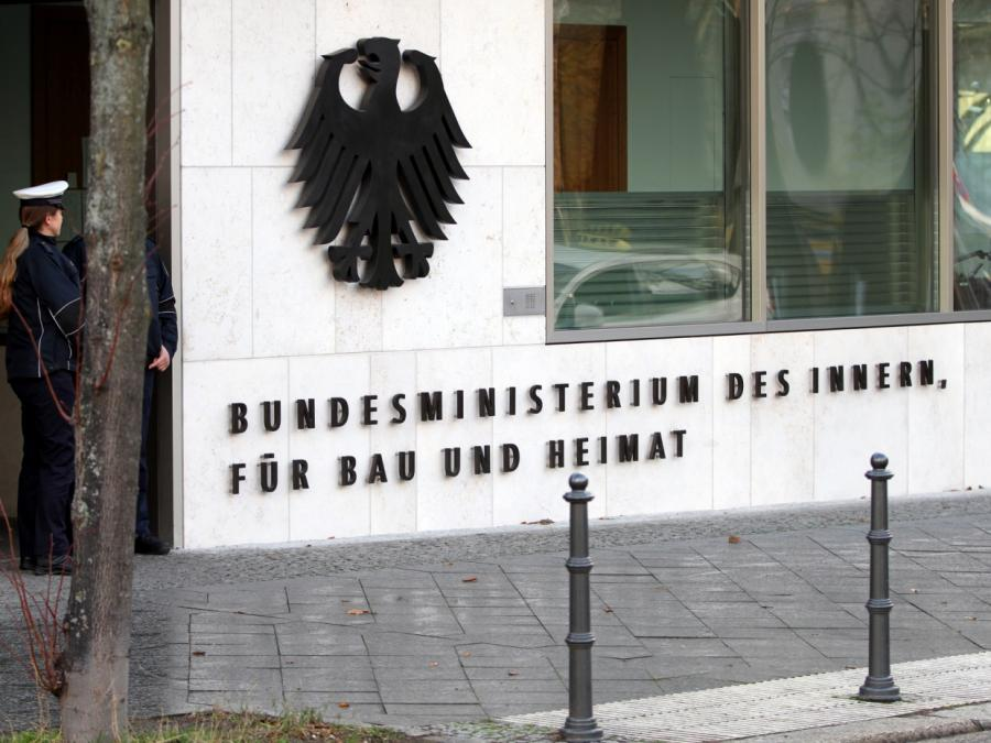 Seehofer verbietet rechtsextreme Vereinigung