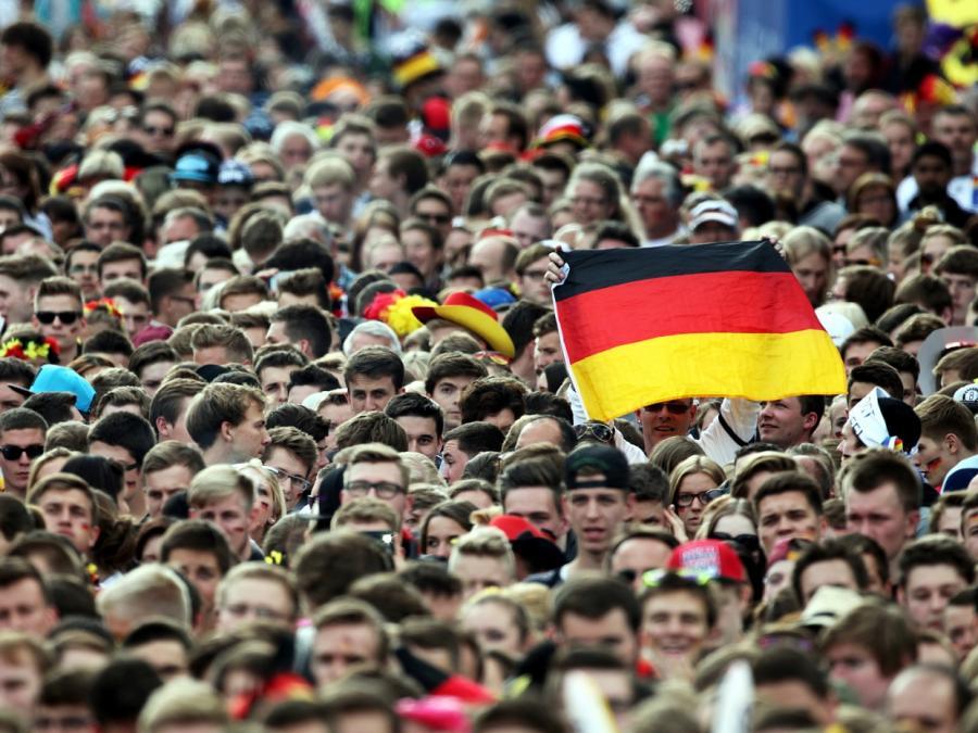 Grünen-Chefin fordert politischen Boykott der Fußball-WM