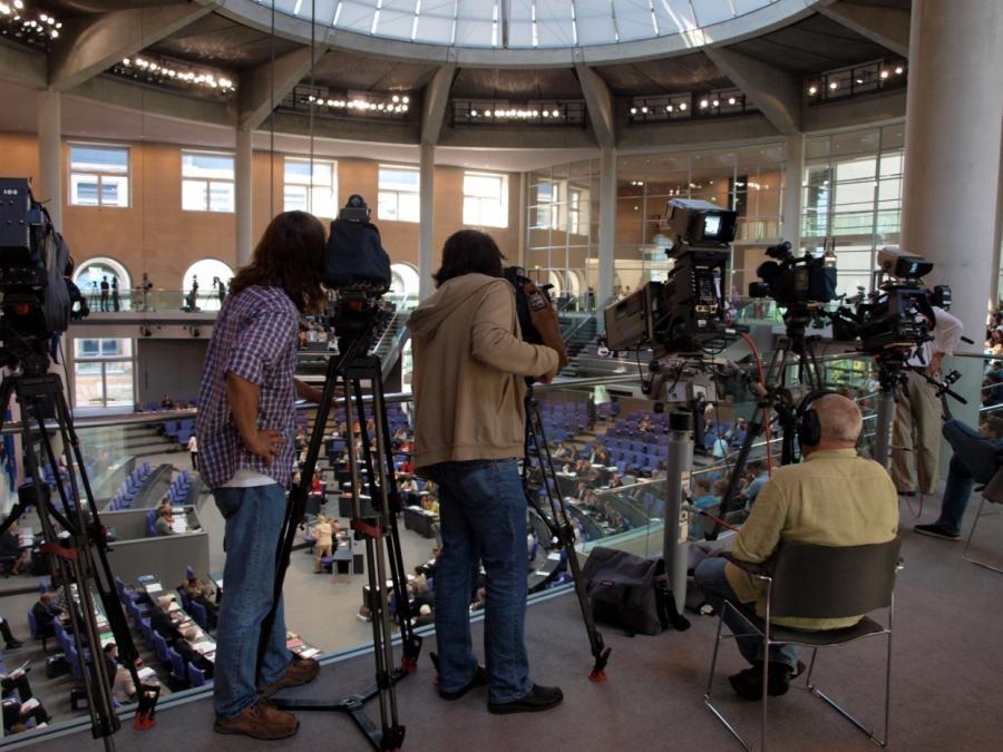 Plasberg: Nicht Aufgabe von Journalisten, Parteien kleinzuhalten