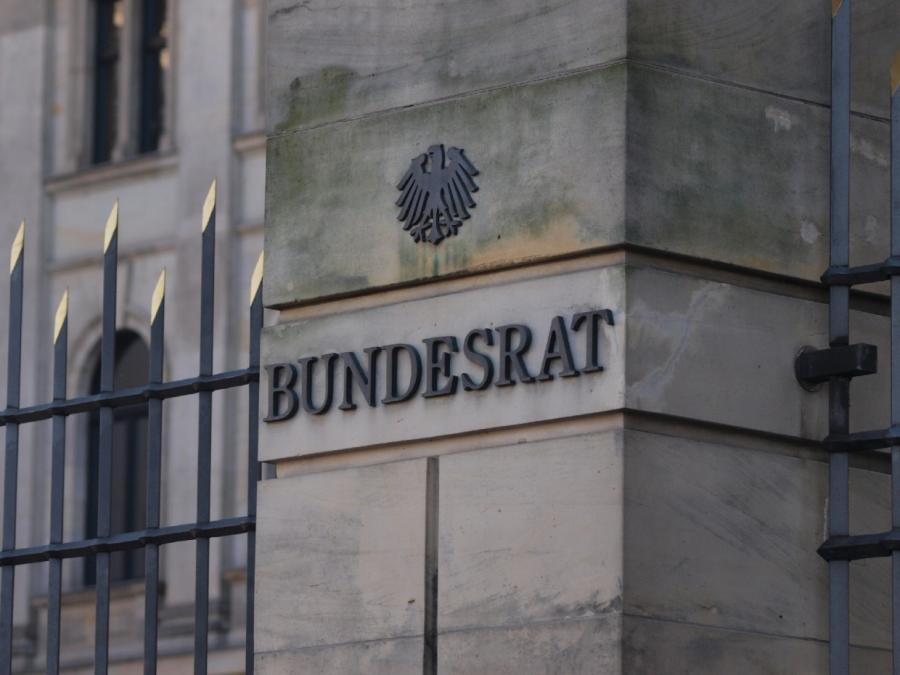 Sichere Herkunftsstaaten: Reul kritisiert Vertagung im Bundesrat