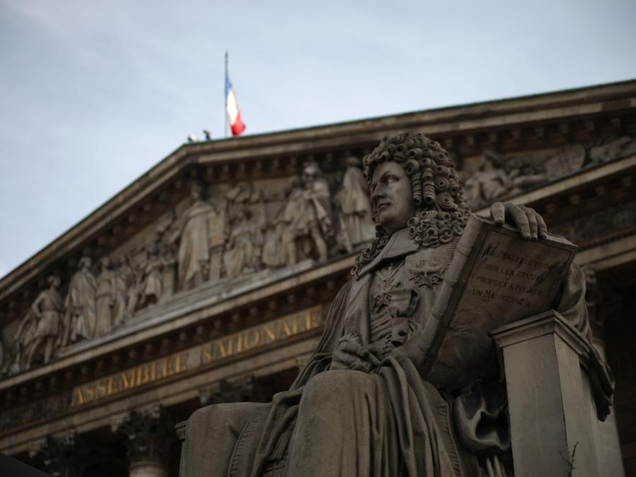 Frankreichs Innenminister kündigt Rücktritt an