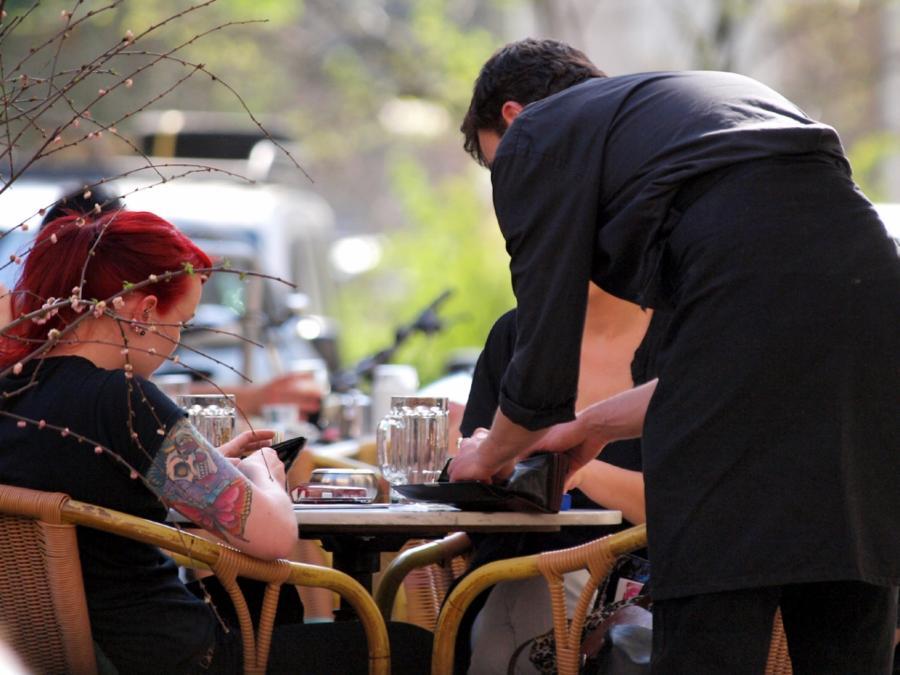 Gastgewerbeumsatz im April preisbereinigt gesunken