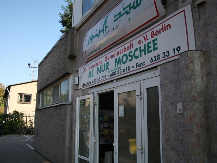 Dobrindt verlangt Schließung radikaler Moscheen