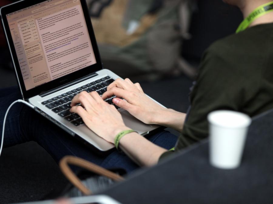 33 Millionen Erwerbstätige arbeiten mit Computern