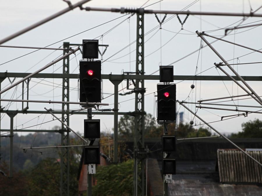 Sturmtief Sabine: Bahn-Fernverkehr steht bis 10 Uhr still
