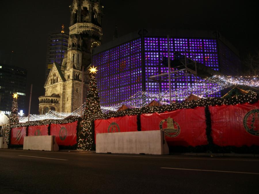 Polizei räumt Weihnachtsmarkt am Berliner Breitscheidplatz