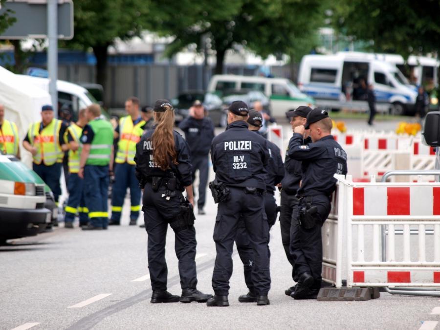 Video zeigt Steinwürfe auf Polizisten bei umstrittenem G20-Einsatz