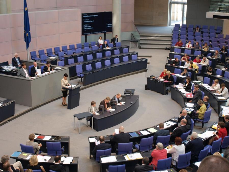 Mazyek für inhaltliche Auseinandersetzung mit AfD im Bundestag
