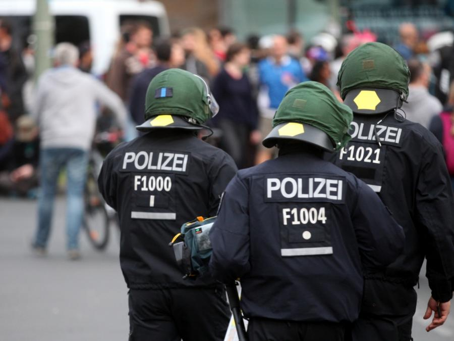 NRW-Innenminister will Kennzeichnungspflicht für Polizisten abschaffen