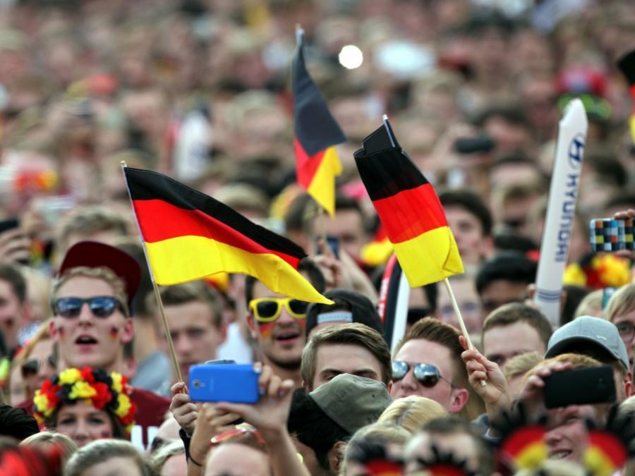 DFB-Funktionär Fecker kritisiert Kommerzialisierung der Nationalelf