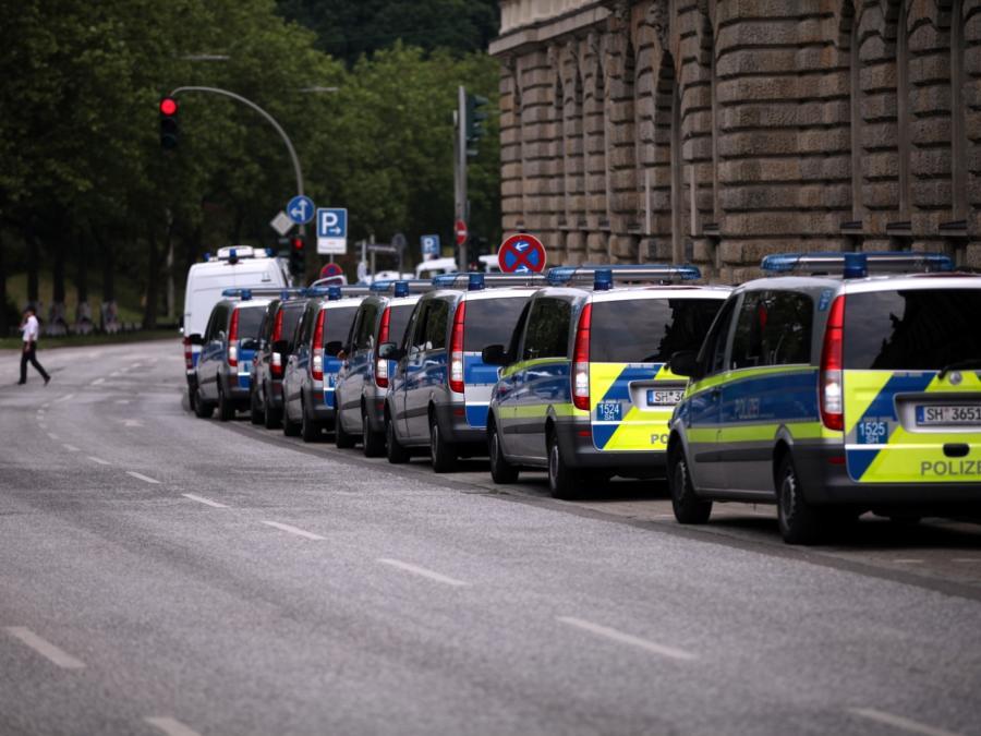 Wagenknecht verteidigt Polizei gegen Kritik aus der eigenen Partei