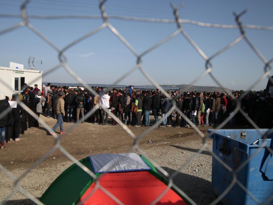 Bundesregierung spricht von sinkenden Flüchtlingszahlen