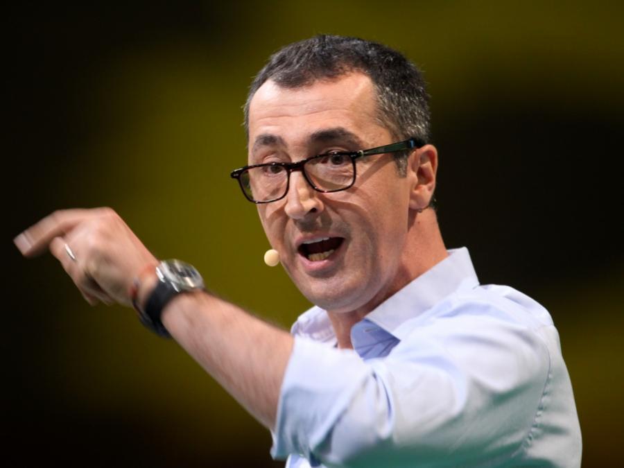 Grünen-Chef Özdemir sieht nach Stadionkrawallen DFB in der Pflicht