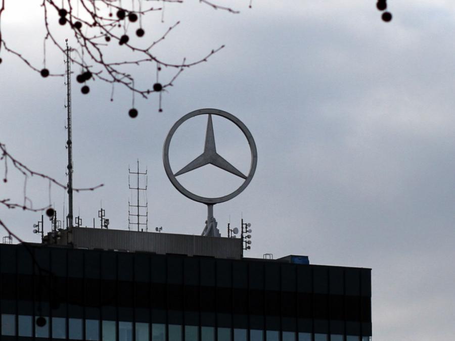 Kraftfahrt-Bundesamt wirft Daimler Manipulation vor