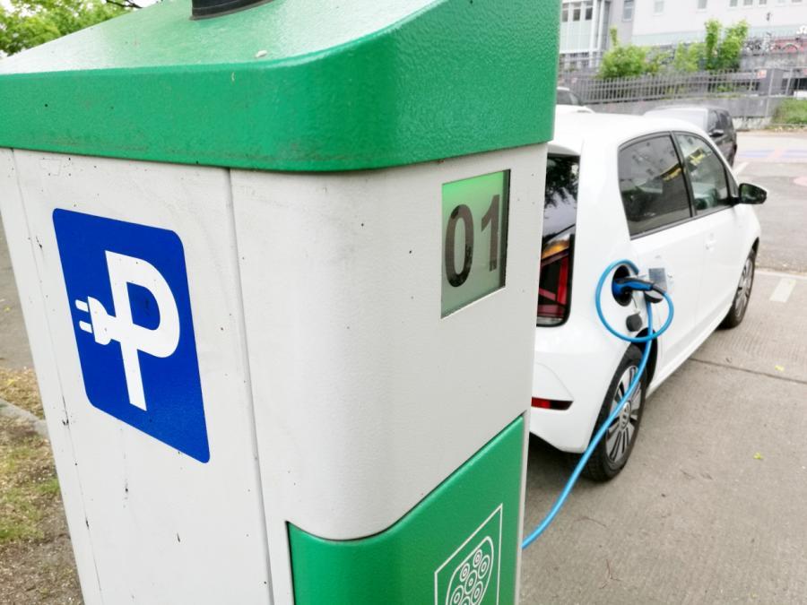 Automobilverband verlangt Klarheit bei E-Auto-Förderung