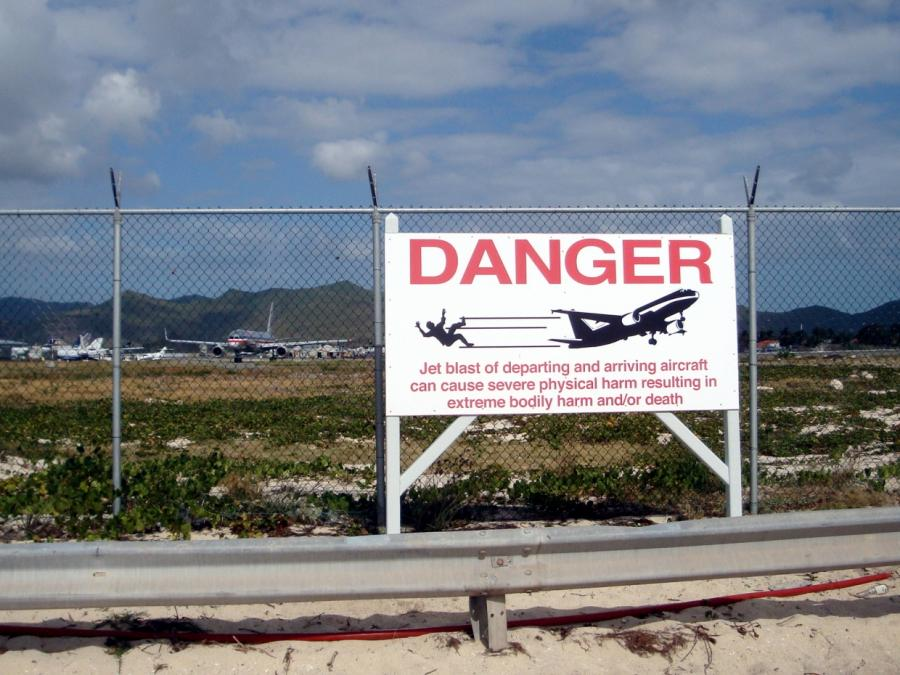 Erster Todesfall bei Zaunsurfen an berühmtem Karibik-Flughafen