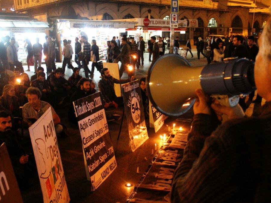 Politikwissenschaftler für Legalisierung von PKK-Symbolen