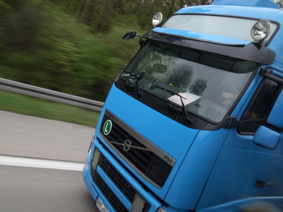 Streit um Lohnzahlung zwischen Lkw-Fahrern endet in Messerstecherei