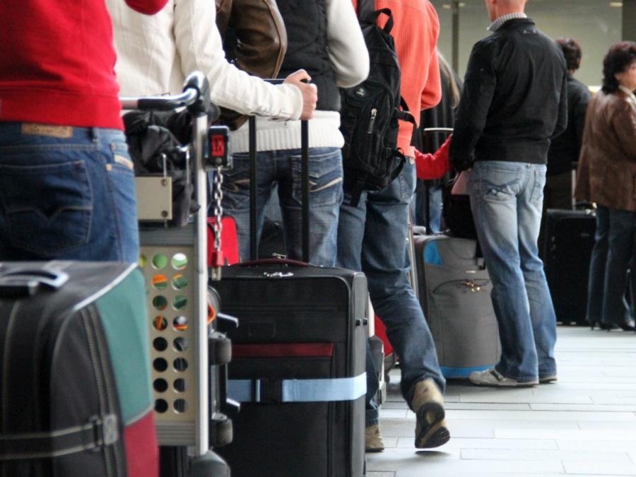 Umfrage: Jeder Zweite verschickt Urlaubsgrüße per Messenger