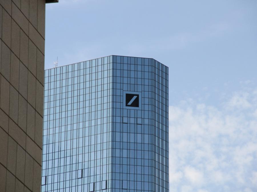 Chefvolkswirt der Deutschen Bank rechnet mit Ackermann ab