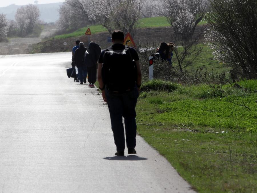 Drei Asylbewerber mit Wiedereinreisesperren abgewiesen