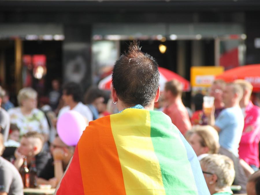 Bericht: Deutschland nimmt schwulen Tschetschenen auf