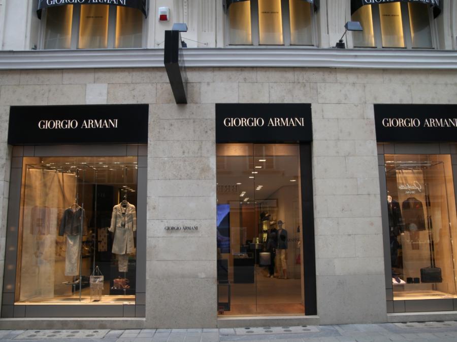Giorgio Armani klagt über generellen Wechsel im Einkaufsverhalten