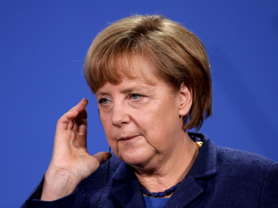 Grüne rufen Merkel zu Teilnahme an Auto-Gipfel auf