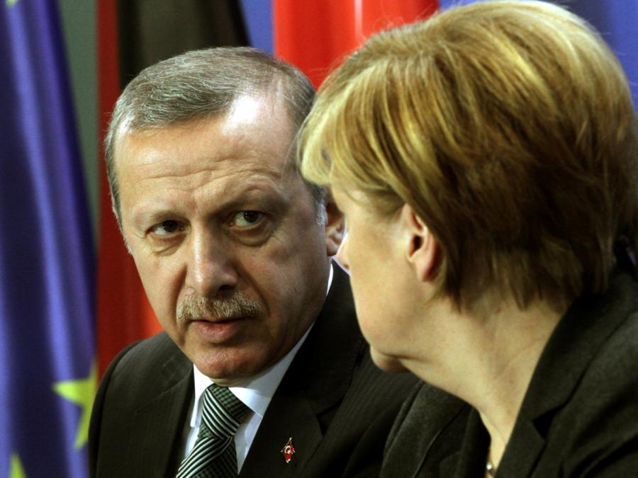 Merkel fordert Erdogan zu Beendigung der Syrien-Offensive auf