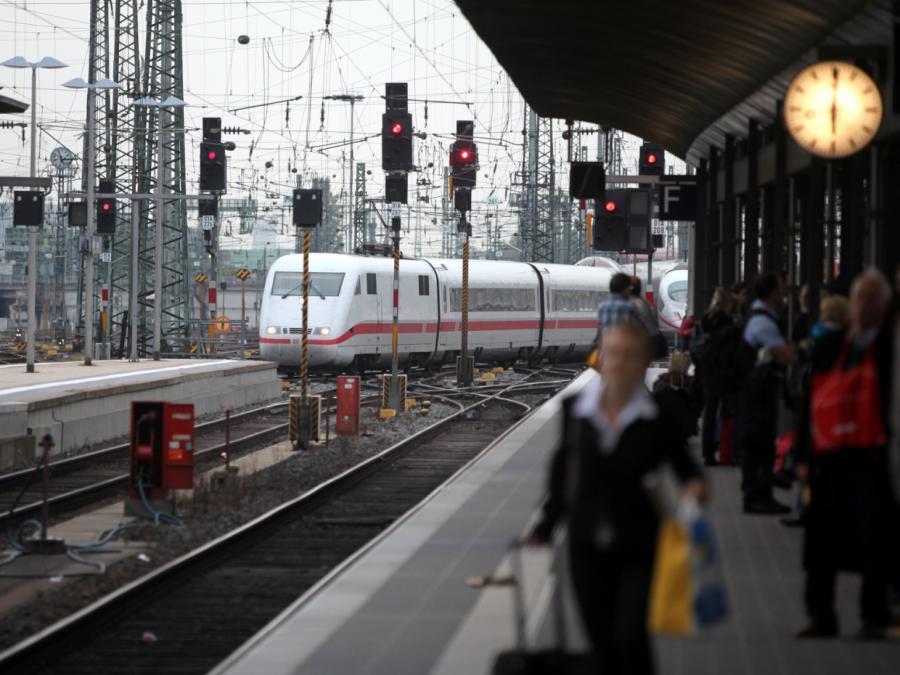 Bahn: Einstiegspreis im Fernverkehr sinkt Neujahr um zehn Prozent