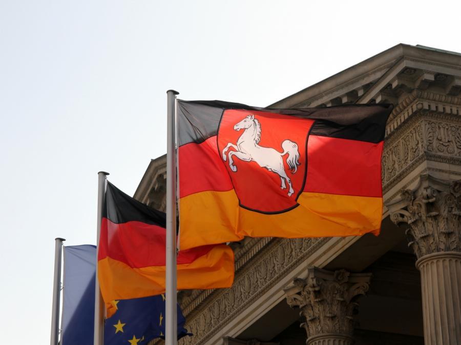 Niedersachsens Justizministerin im Einzelfall für Kreuzentfernung