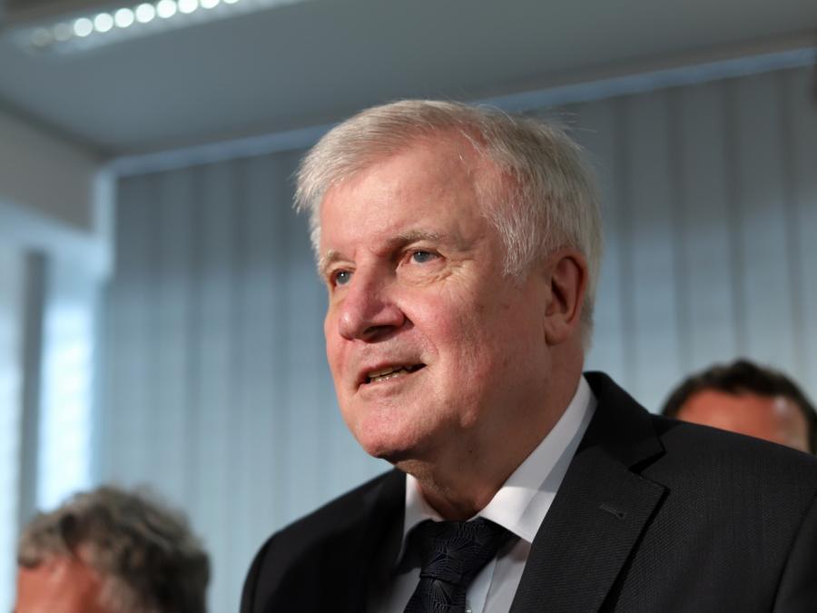 Flüchtlings-Aufnahme: Seehofer kritisiert Österreich