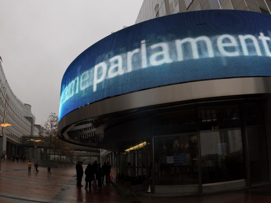 Facebook-Chef weicht Fragen im EU-Parlament aus