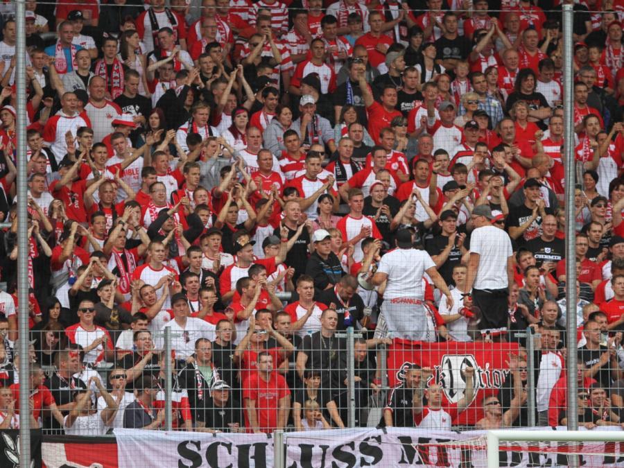 Sachsens Innenminister: Fußballrandalierer empfindlich bestrafen