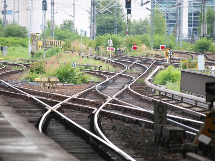 Verkehrsminister diskutieren Umgang der Bahn mit Sturmschäden
