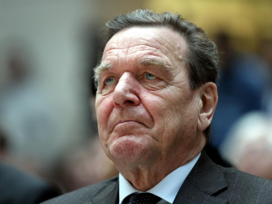 Seehofer nennt Schröders Einstieg bei Rosneft völlig inakzeptabel