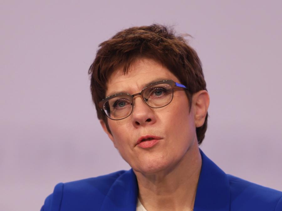 AKK will schneller Rechtsextremisten aus Bundeswehr entfernen