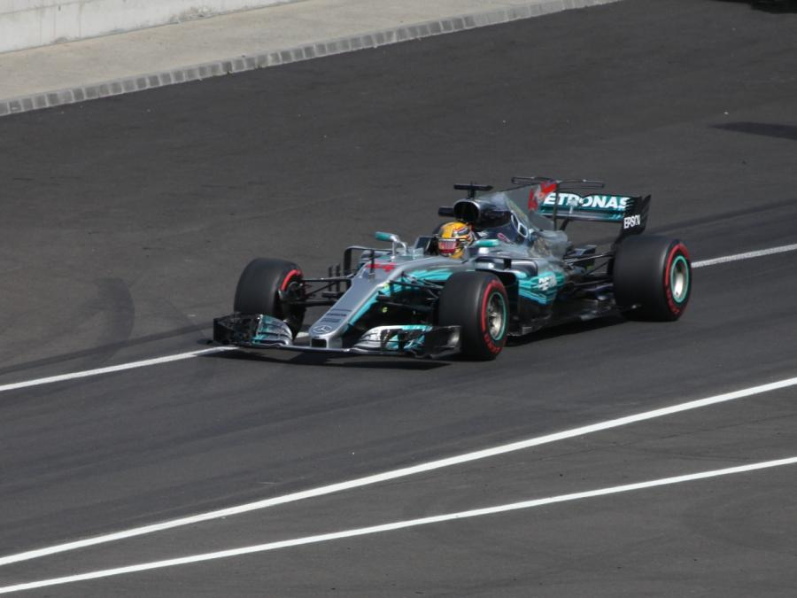 Hamilton gewinnt Formel-1-Rennen in Japan