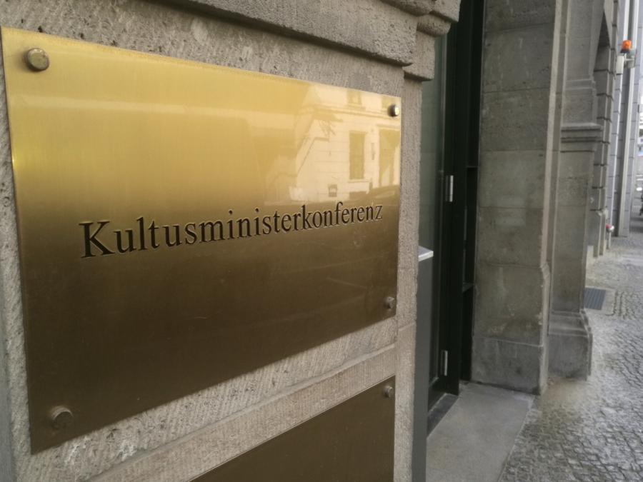 Neuer KMK-Präsident will Deutschkenntnisse von Schülern verbessern