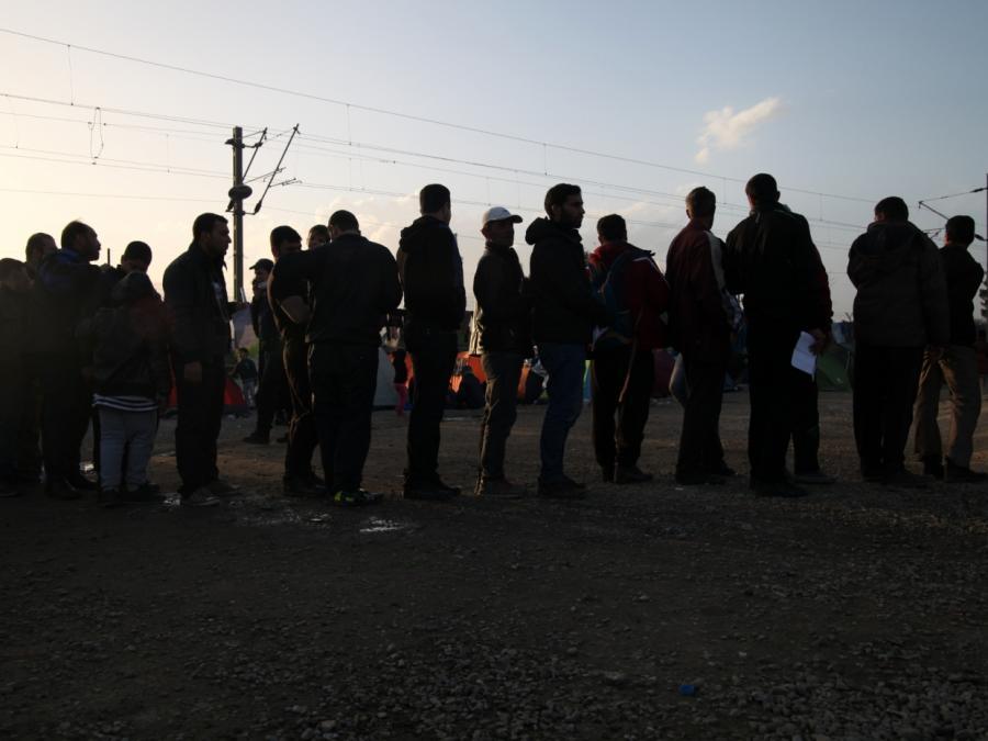 Asylanträge im Oktober unter Vorjahresniveau