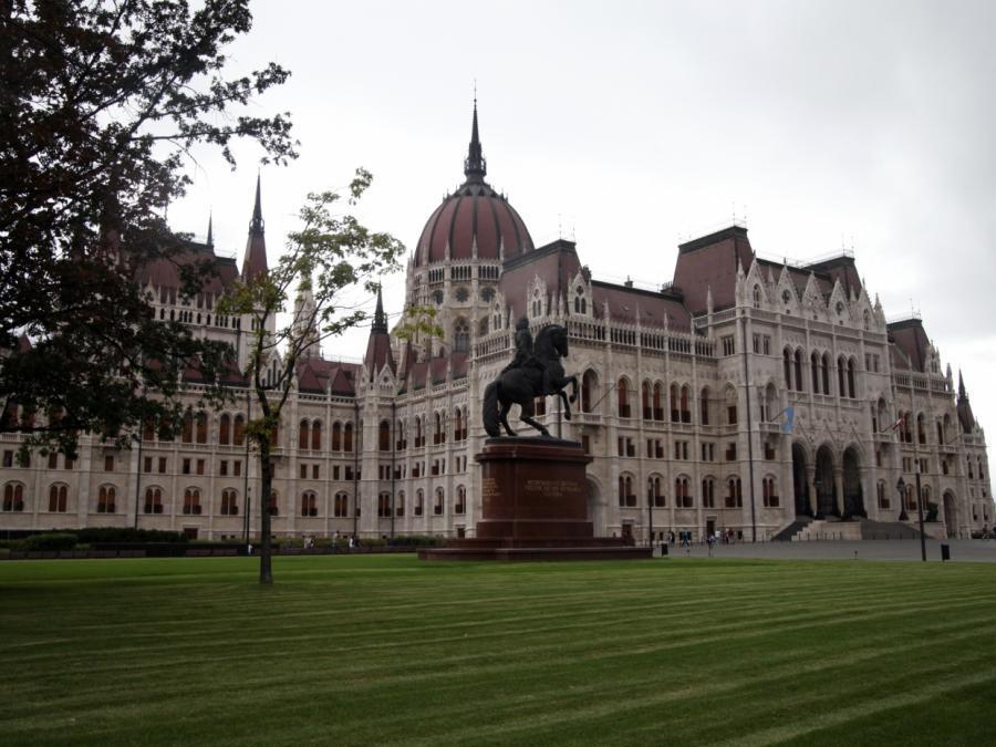 Ungarn weist Kritik an Grundrechts-Einschnitten zurück