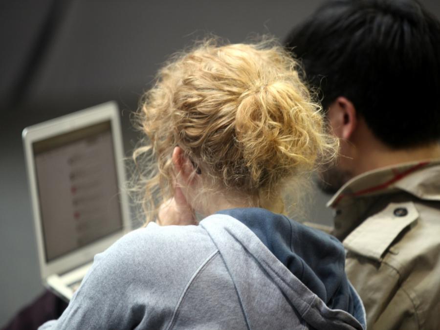 Immer mehr Internetnutzer flirten online