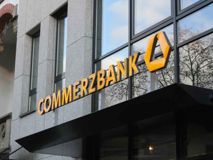 Commerzbank setzt Facebook-Kampagne aus