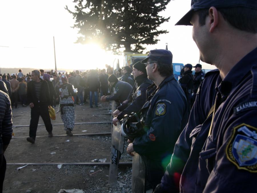 Müller: Griechische Flüchtlingslager sind Schande für Europa
