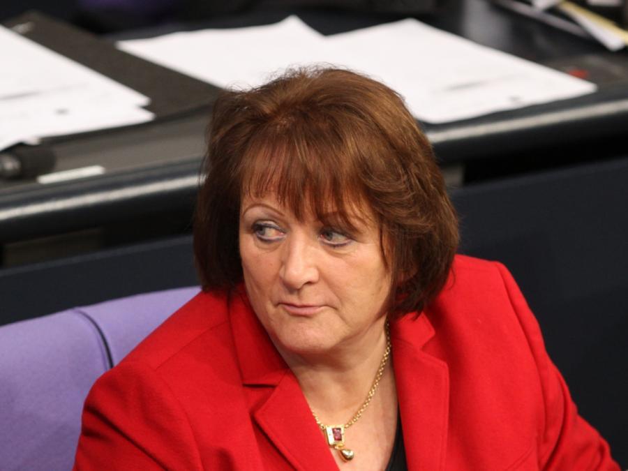 Ex-Bundesjustizministerin will mehr Debatten über NS-Verbrechen