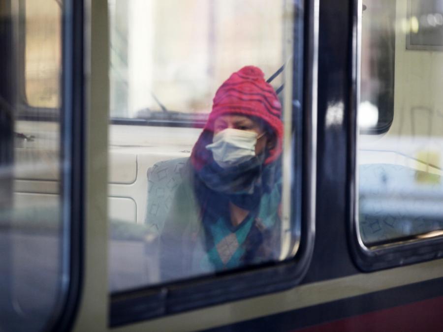 Sozialmediziner fordert kostenlose Masken für Einkommensschwache